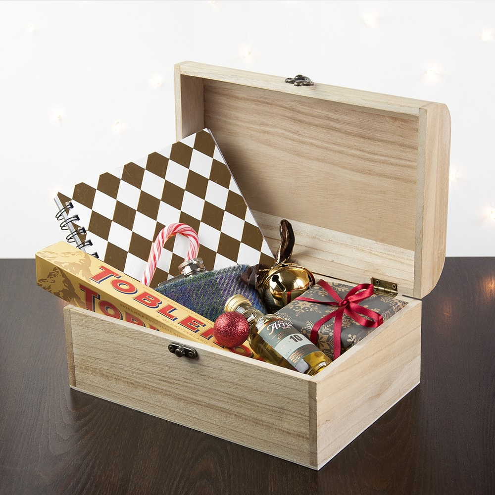images/personalised-christmas-eve-chest-sml-open.jpg