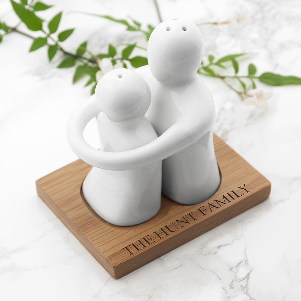 images/personalised-hugging-salt-and-pepper-set.jpg