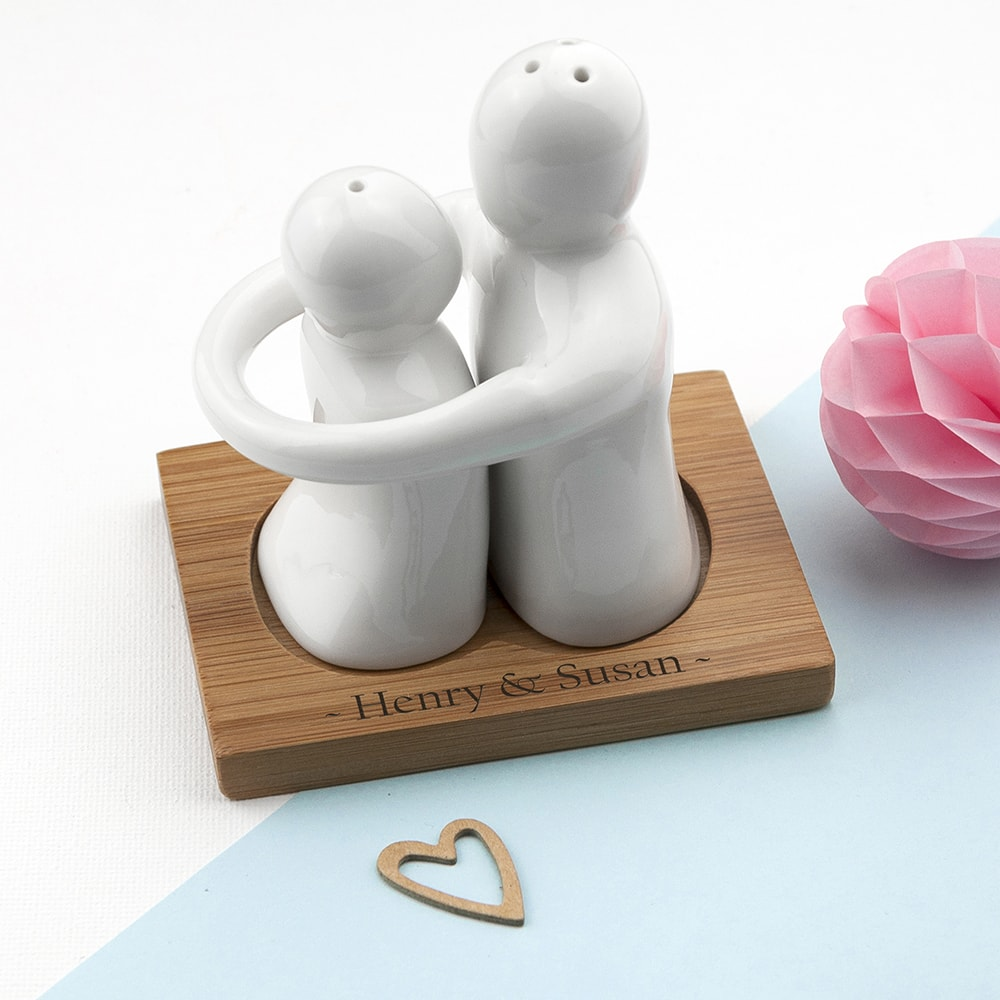 images/personalised-hugging-salt-pepper-pot.jpg