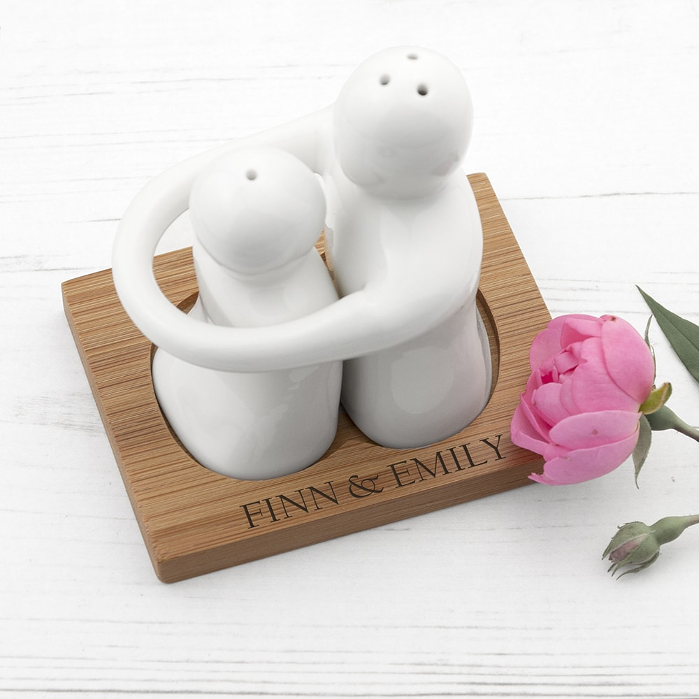 images/personalised-hugging-salt-pepper.jpg